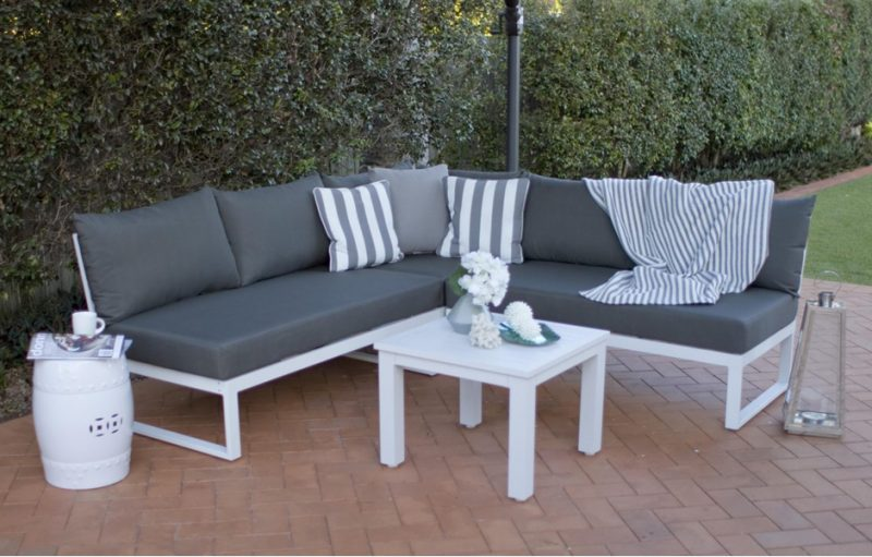 clean-outdoor-patio-cushions